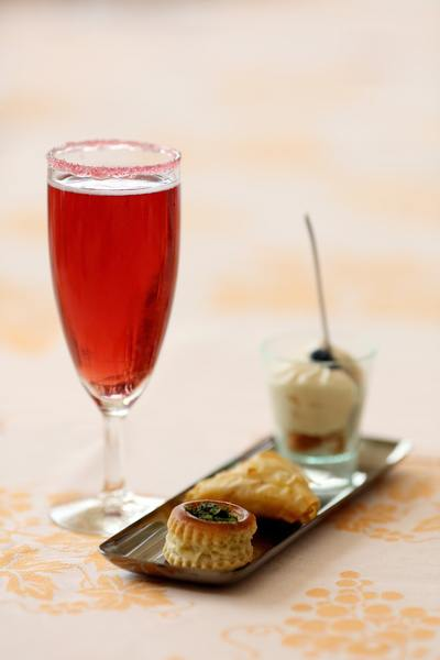 Il Kir Royal è un cocktail a base di Champagne e succo di cassis